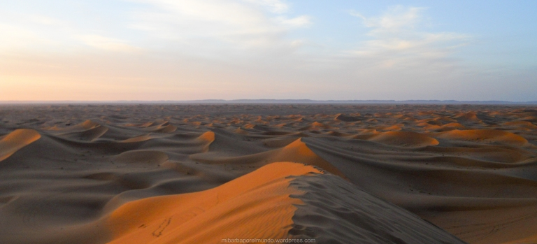 Desierto del Sáhara al amanecer