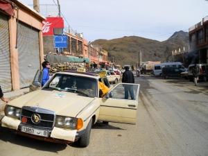Nuestro taxi en Taddart Oufella