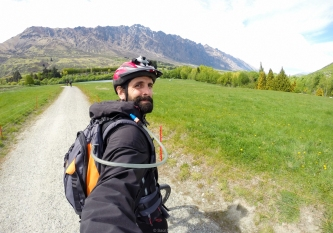 Montando en bici en Queenstown - New Zealand