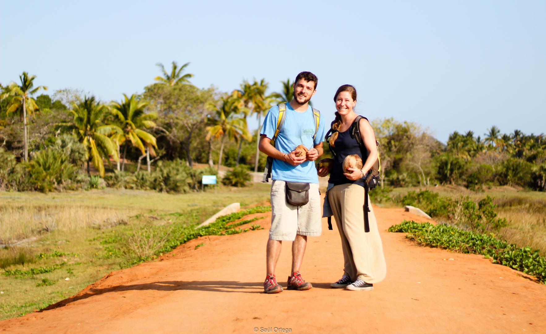 MIki y Ana camino del Ecolodge - Quissico (Mozambique)