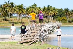 Equipo ALBURA en el puente - Quissico (Mozambique)