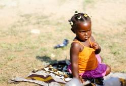 Niña en festival de timbila - Qiussico (Mozambique)
