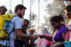 Comprando frango (pollo) - Quissico (Mozambique)