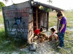 Puesto de Chibo con sus cocoradios - Inhambane (Mozambique)