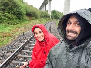 Peregrinos bajo la lluvia