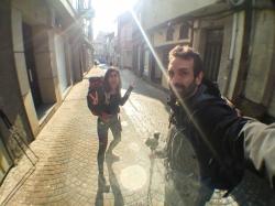 Peregrinos al sol en Melide