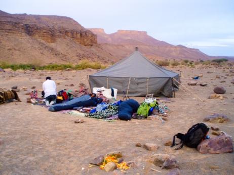Campamento al amanecer