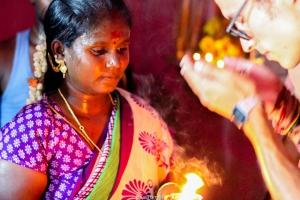 Nos bendijeron y pidieron a Shiva por nosotros para desearnos suerte en la vida