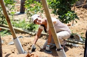 El trabajo es muy manual. Hay pocas herramientas y el trabajo se hace duro bajo el sol, aunque no lo parezca ;)