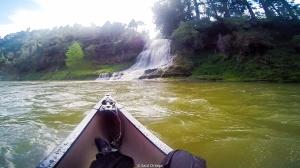 Navegando el río Whanganui en canoa
