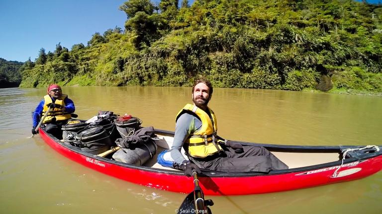 El comandante y yo navegando por el río Whanganui