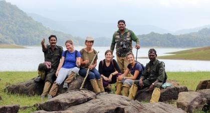 Las chicas con nuestros guías - Parque Periyar - India