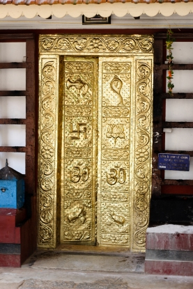 Puerta decorada en templo hinduista - Chennai - India